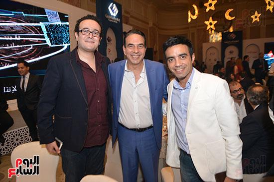 الإعلاميان محمود الفقى ومحمد نشأت مع النائب البرلمانى أيمن أبو العلا