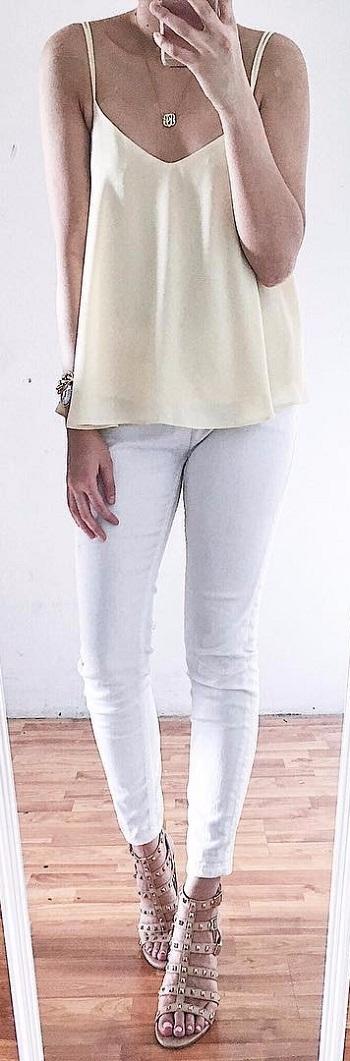بنطلون أبيض وبدى من ألوان الباستيل