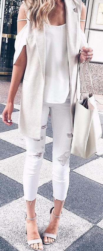 ملابس بيضاء