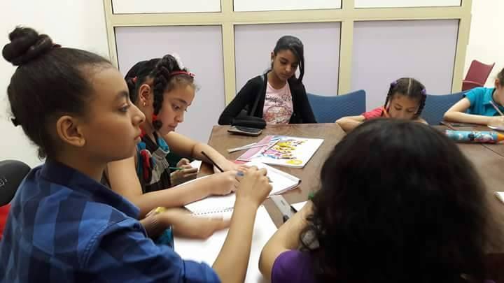 أطفال محافظة المنيا يستغلون خامات البيئة فى متحف ملوى (9)