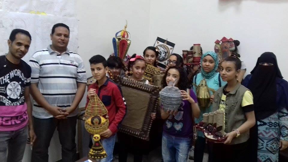 أطفال محافظة المنيا يستغلون خامات البيئة فى متحف ملوى (1)
