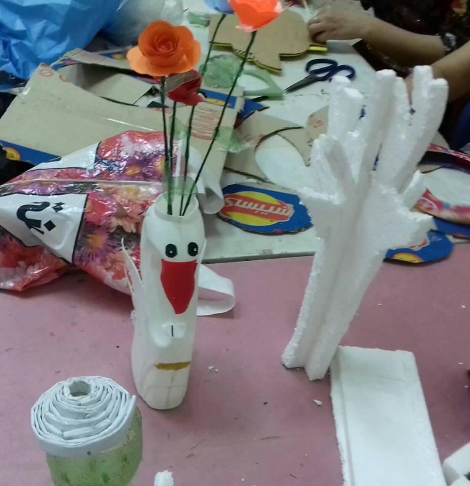 أطفال محافظة المنيا يستغلون خامات البيئة فى متحف ملوى (4)