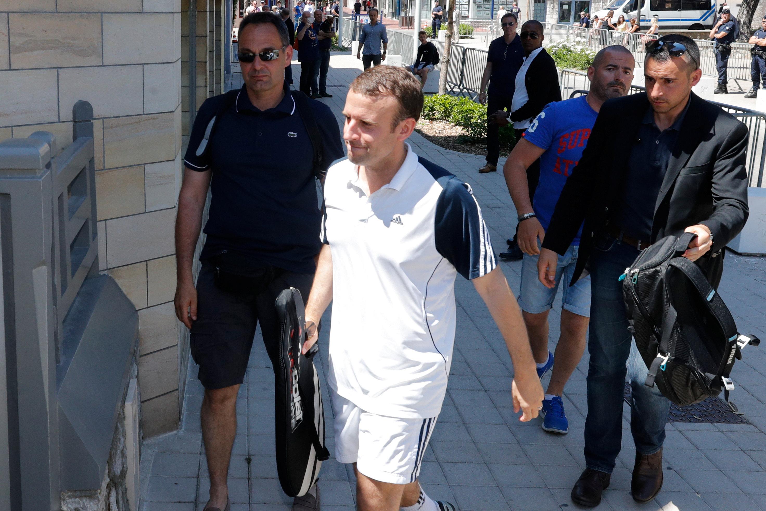 الرئيس الفرنسى يرتدى ملابس رياضية