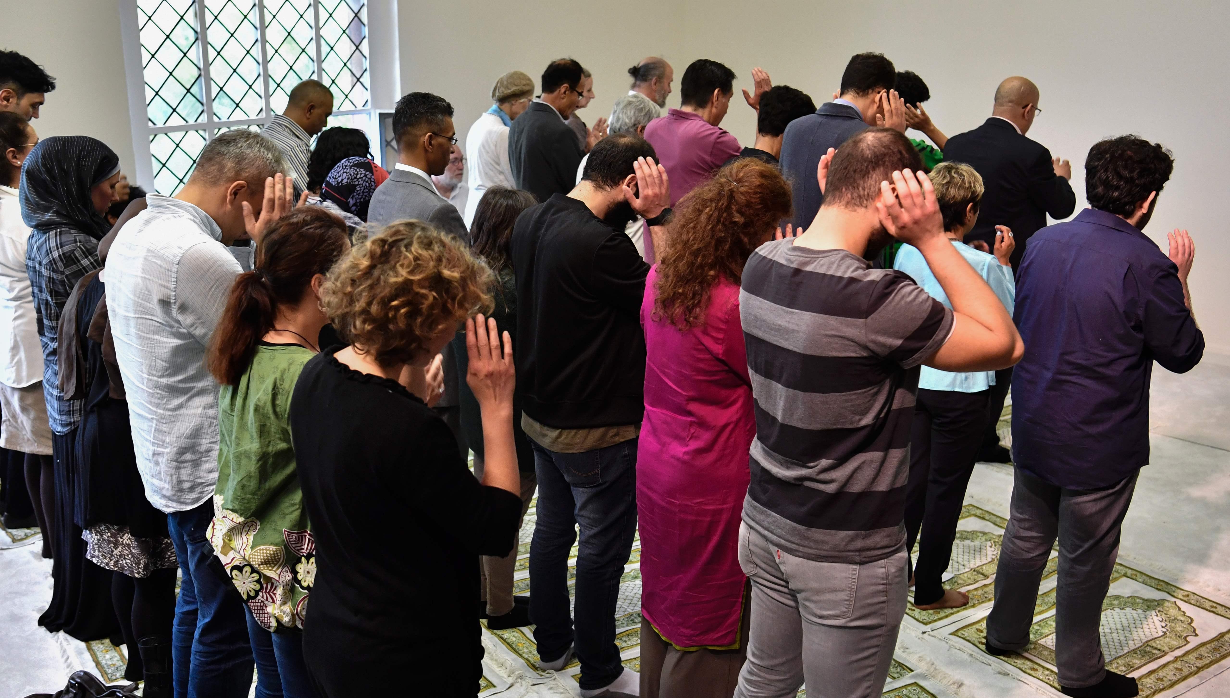 مسلمو ألمانيا يؤدون الصلاة فى المسجد الليبرالى