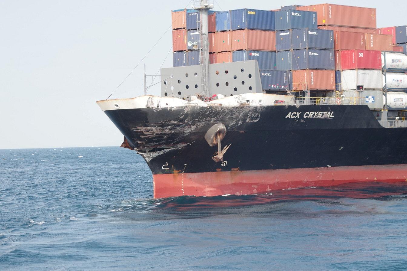 سفينة شحن ترفع العلم الفلبينى