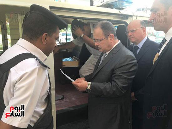 وزير الداخلية يتابع اجراءات عمل سيارات الشرطة فى شوارع القاهرة