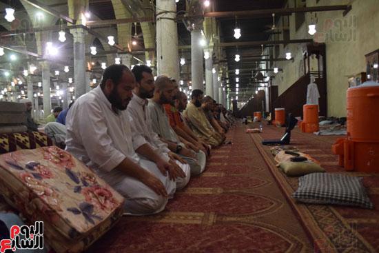 صلاة-التهجد-فى-مسجد-عمرو-بن-العاص-(5)