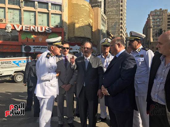 وزير الداخلية يوجه بانتشار رجال المرور لمنع التكدسات