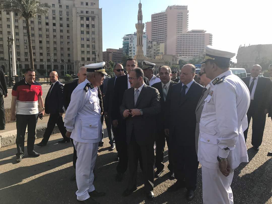 وزير الداخلية يتفقد ميدان التحرير