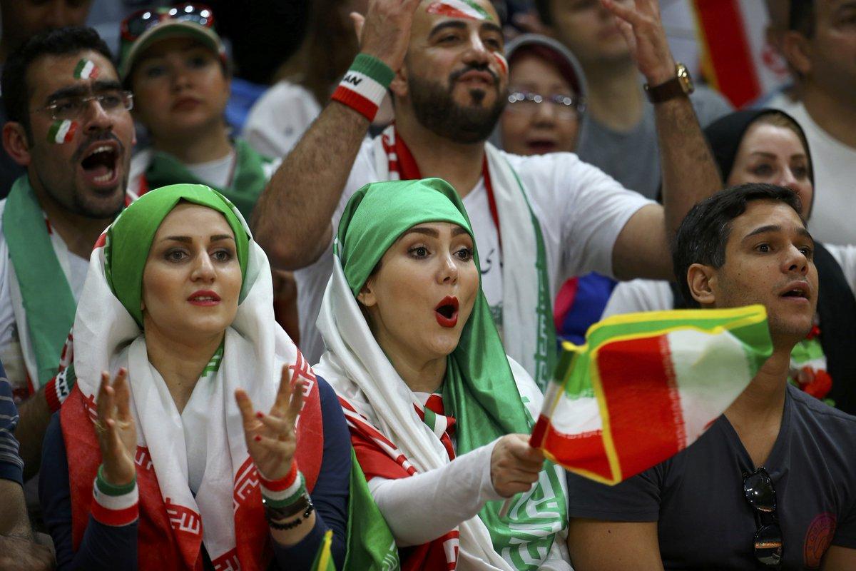 نتيجة بحث الصور عن إيرانيات في المدرجات