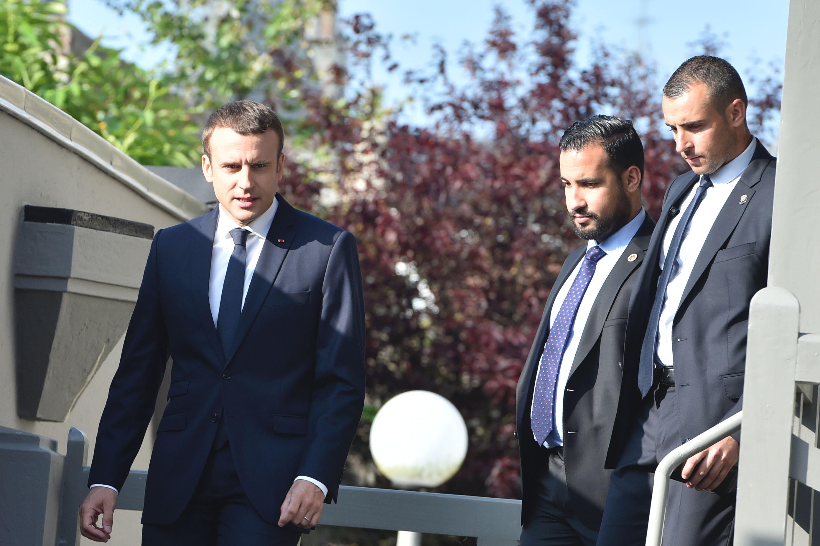 الرئيس الفرنسى يصل مقر لجنته الانتخابية