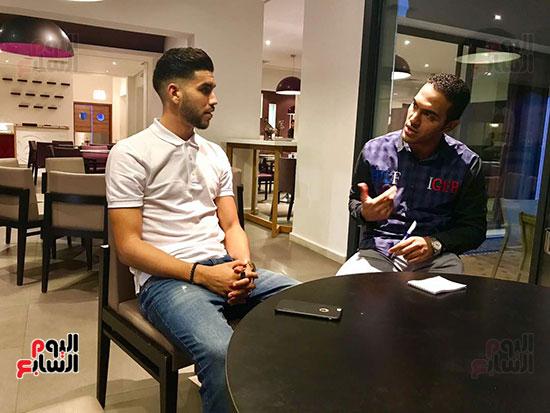 لاعب-الأهلى-الجديد-مع-الزميل-محمد-عراقى