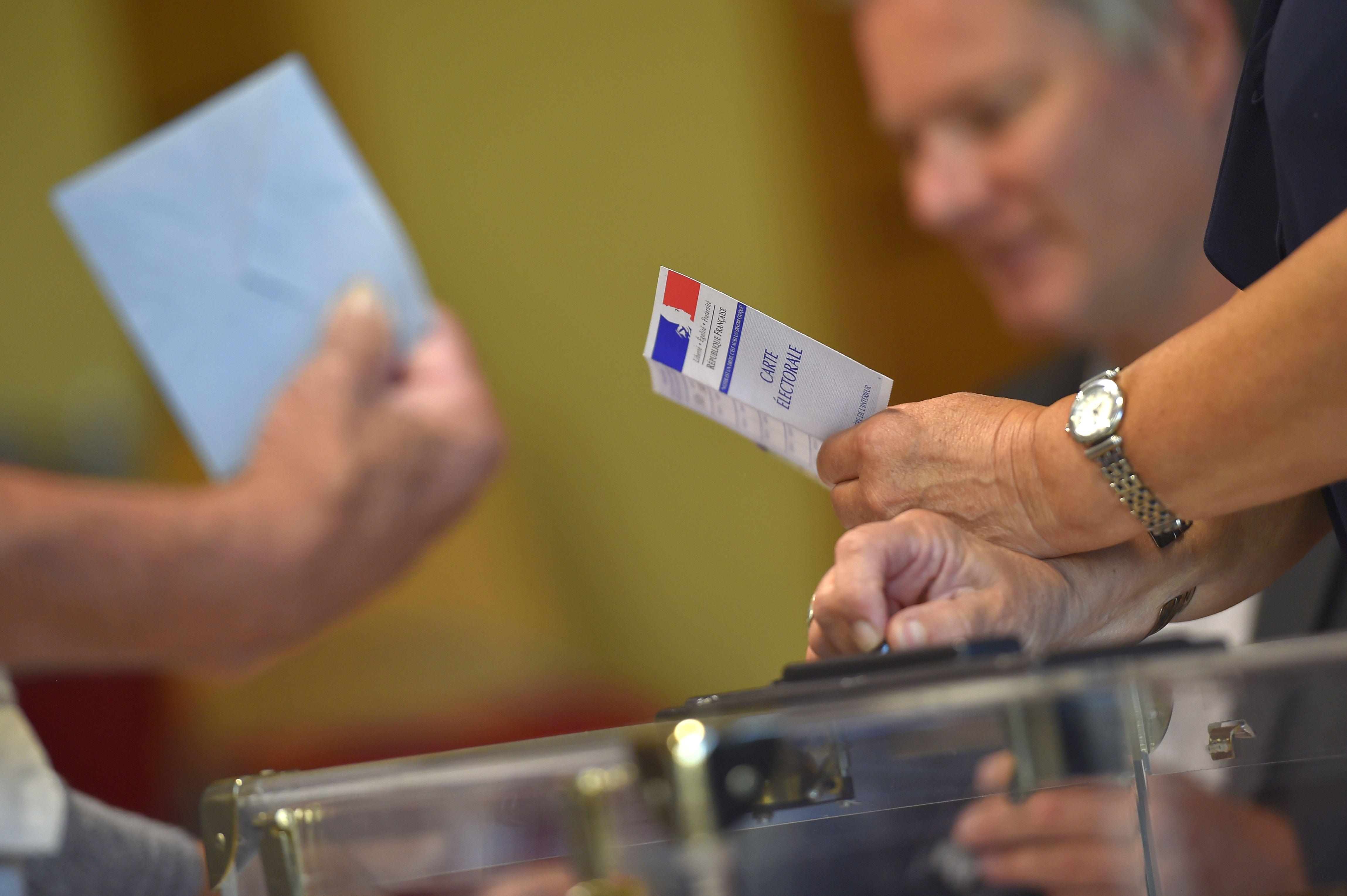 أوراق الاقتراع فى انتخابات فرنسا