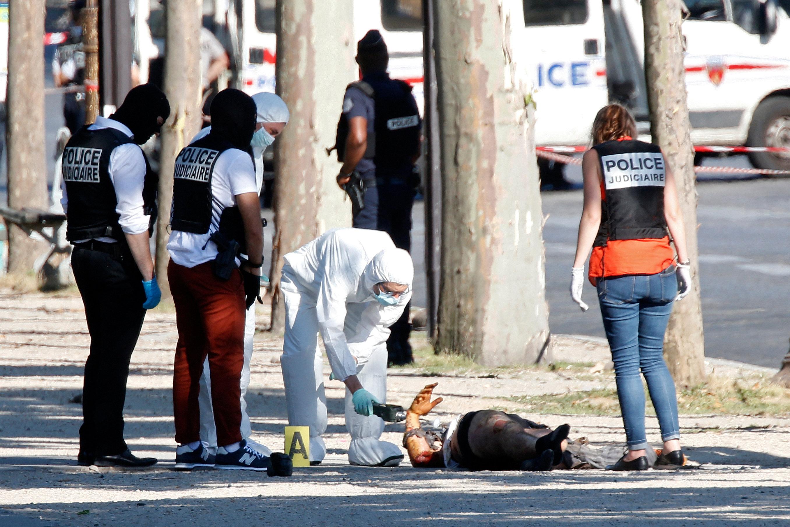 الشرطة تعاين جثة مشتبه به