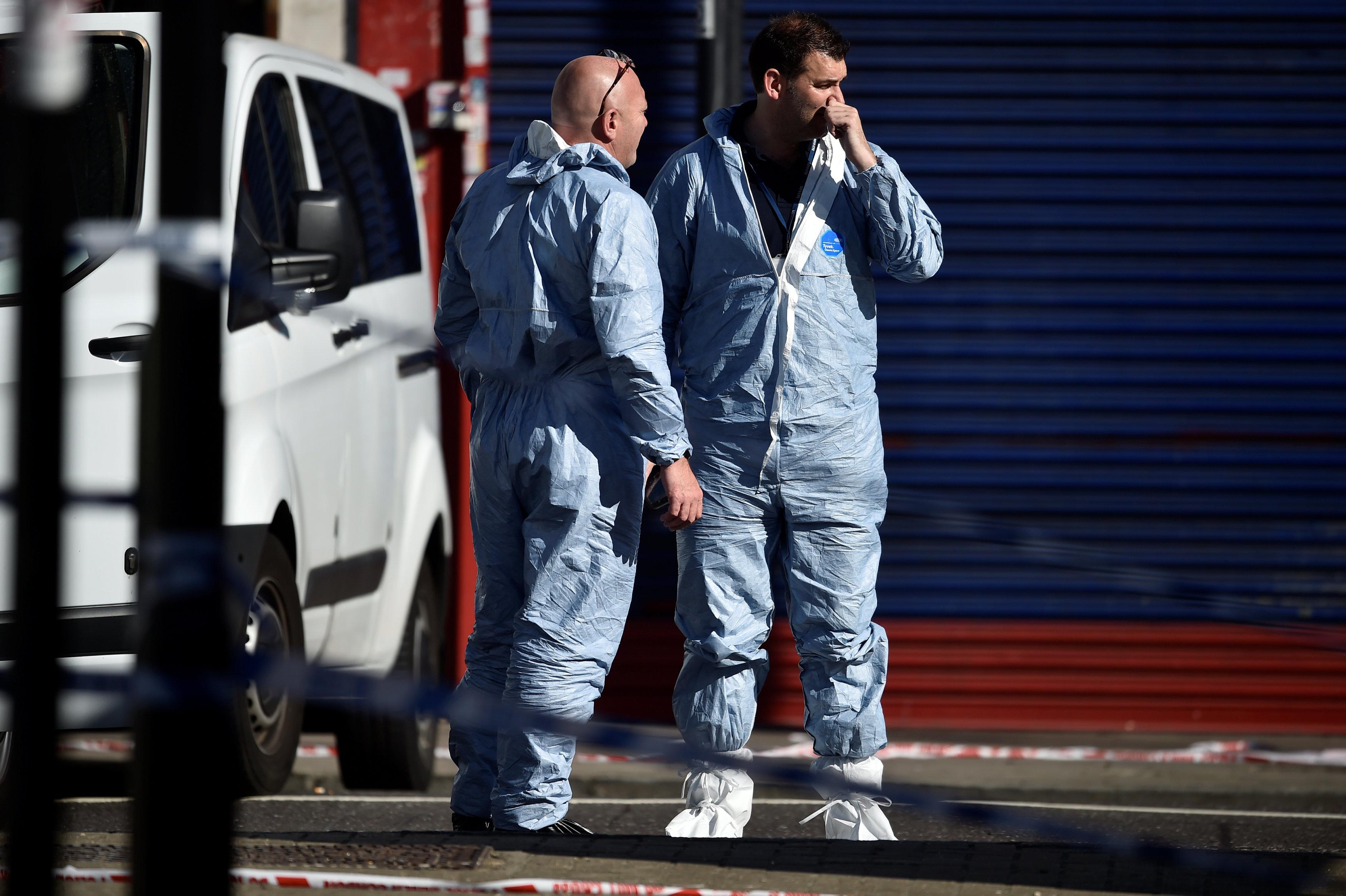 قوات الحماية المدنية تنتشر فى موقع الحادث