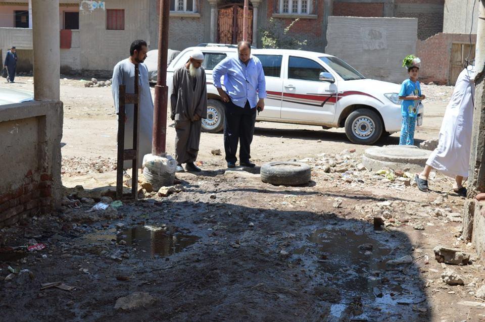 1- مساعد المحافظ يتابع طفح مياه الصرف الصحي بقرية أريمون
