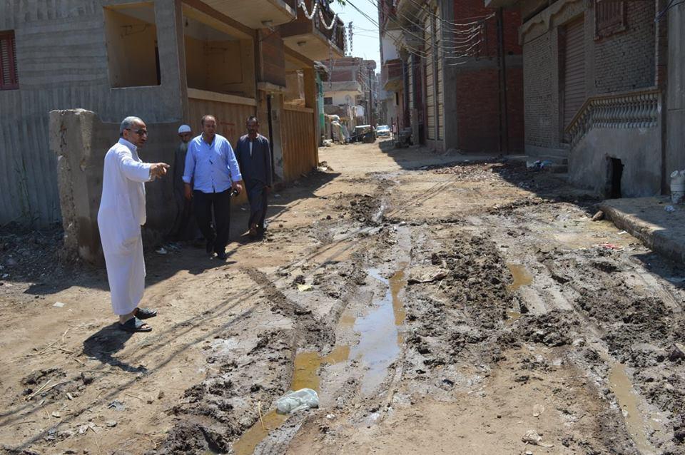 4- سوءحالة طرق القرية لطفح مياه الصرف