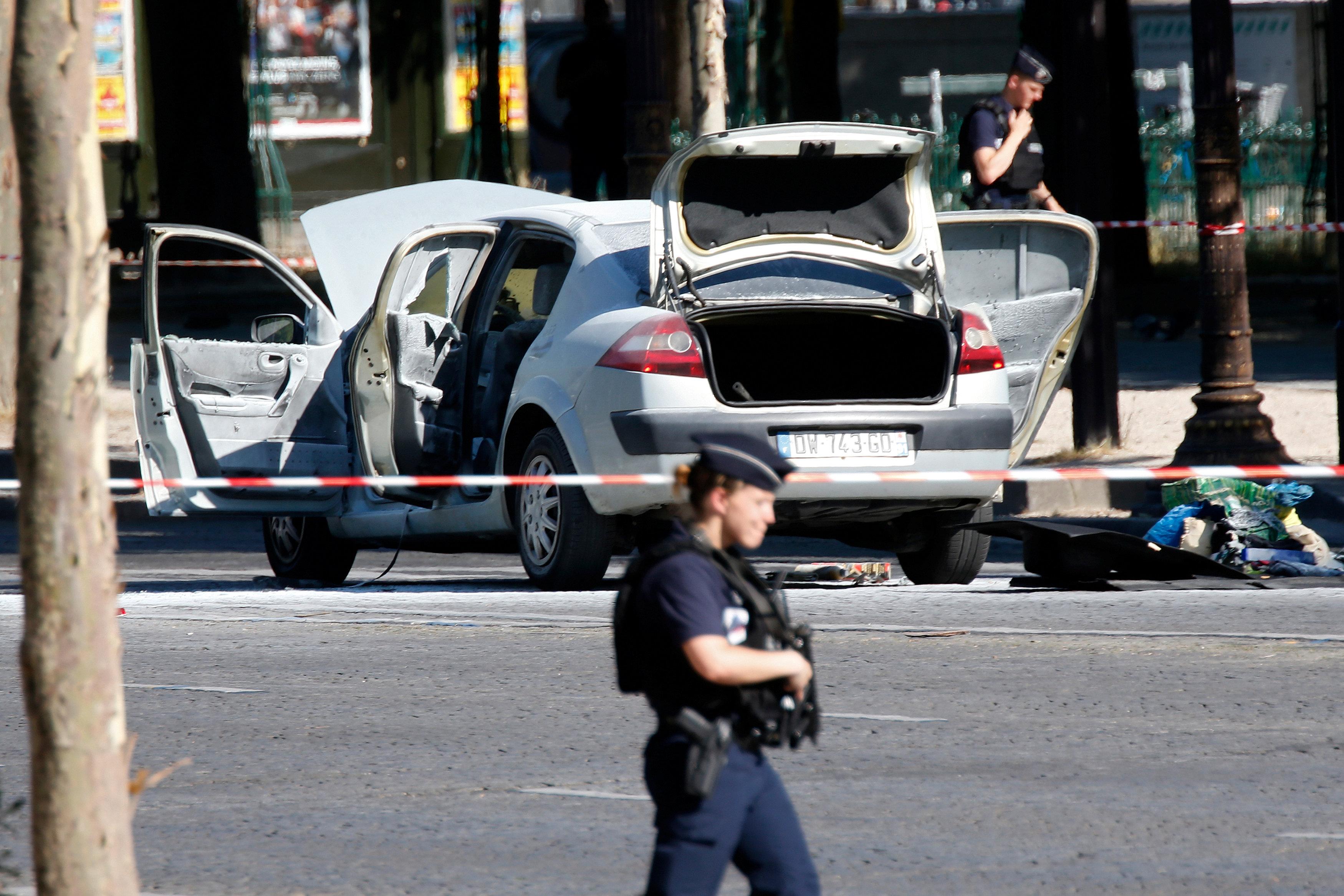 انتشار قوات الشرطة الفرنسية وسط العاصمة باريس