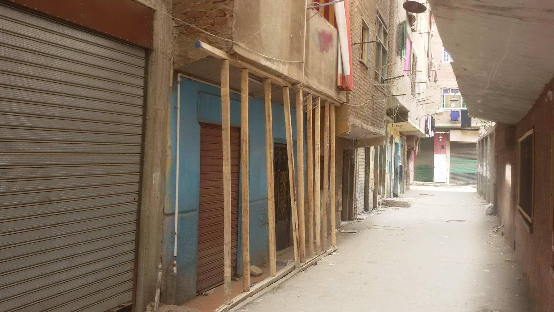 المقاول يزيل سنادات منازل الوراق الآيلة للسقوط الحى مدنيش فلوسى (2)