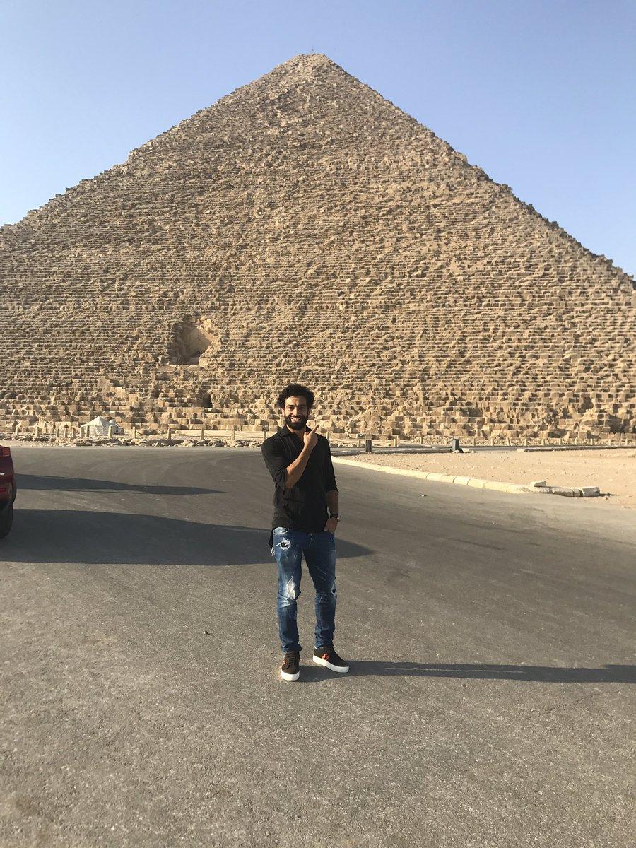 محمد صلاح أمام الاهرامات