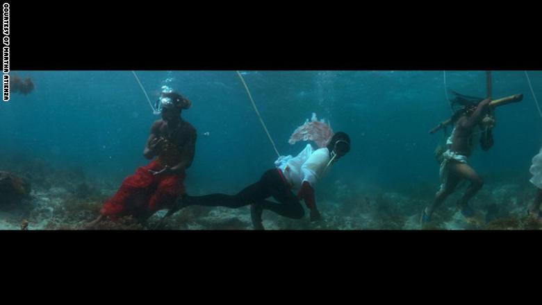 لقطة مصورة من فيديو جزرنا  للفنانة مارثا أتينزا