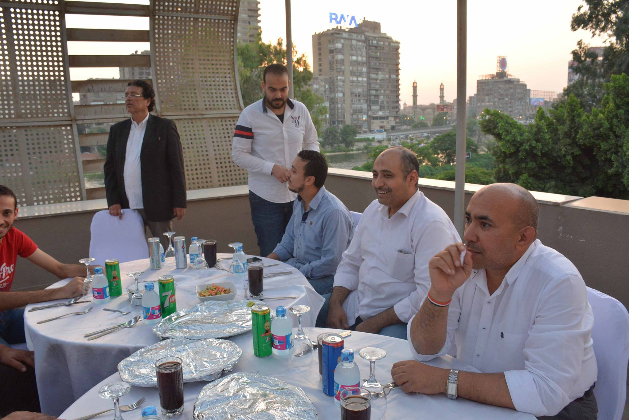علاء عبد العزيز وكريم حزين فى الافطار