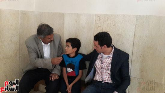 محمود-الضبع-والراقص-مع-الكلاب-مع-مدير-دار-التربية-للرعاية-الاجتماعية