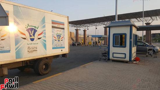 الداخلية توزع وجبات مجانية على الصائمين بمحيط مطار القاهرة  (1)