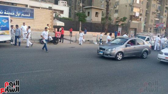 الداخلية توزع وجبات مجانية على الصائمين بمحيط مطار القاهرة  (2)