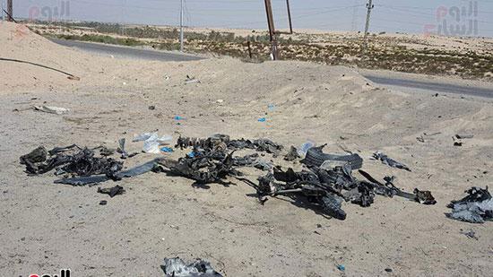 صور للسيارة المفخخة بعد تفجيرها من قبل قوات كمين العريش (1)