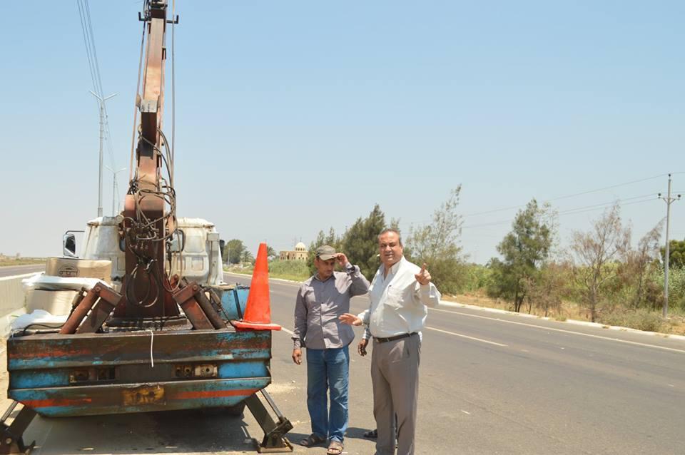 4- جانب من صيانة أعمدة الطريق الدولي