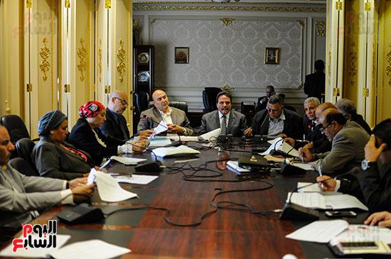 لجنة القوى العاملة (6)