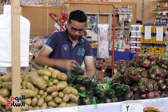 تموين-الإسماعيلية--يطرح-حلوي-العيد-ومواد-غذائية--باسعار-مخفضة----تصوير--محمد-عوض--(7)