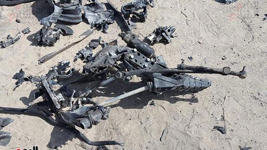 صور للسيارة المفخخة بعد تفجيرها من قبل قوات كمين العريش (7)
