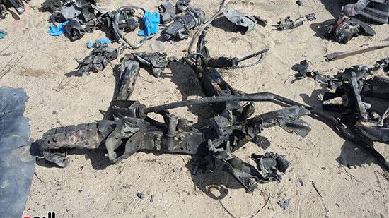 صور للسيارة المفخخة بعد تفجيرها من قبل قوات كمين العريش (6)