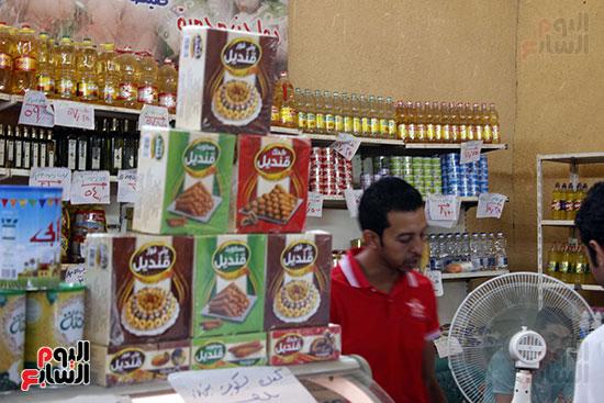 تموين-الإسماعيلية--يطرح-حلوي-العيد-ومواد-غذائية--باسعار-مخفضة----تصوير--محمد-عوض--(11)