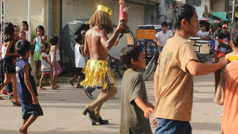 أتينزا توثق مهرجان أتي أتيهان التقليدى في جزيرة بانتايان
