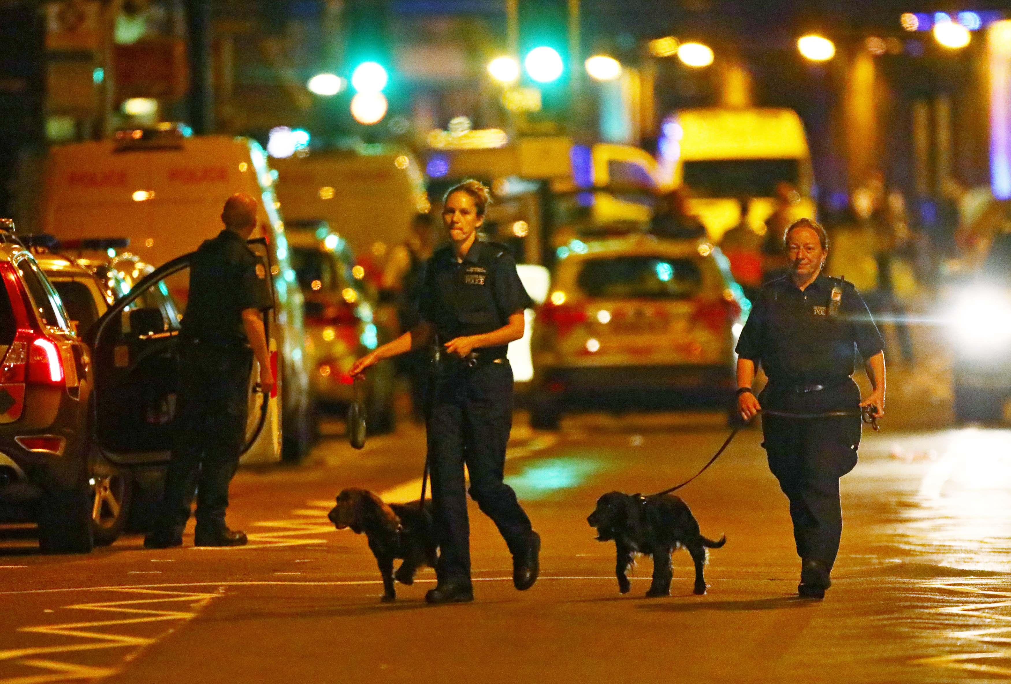 شرطيات بريطانيات بموقع الحادث