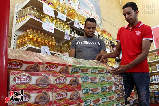 تموين-الإسماعيلية--يطرح-حلوي-العيد-ومواد-غذائية--باسعار-مخفضة----تصوير--محمد-عوض--(3)