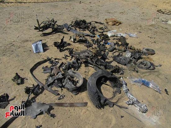 صور للسيارة المفخخة بعد تفجيرها من قبل قوات كمين العريش (9)