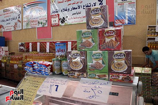 تموين-الإسماعيلية--يطرح-حلوي-العيد-ومواد-غذائية--باسعار-مخفضة----تصوير--محمد-عوض--(1)