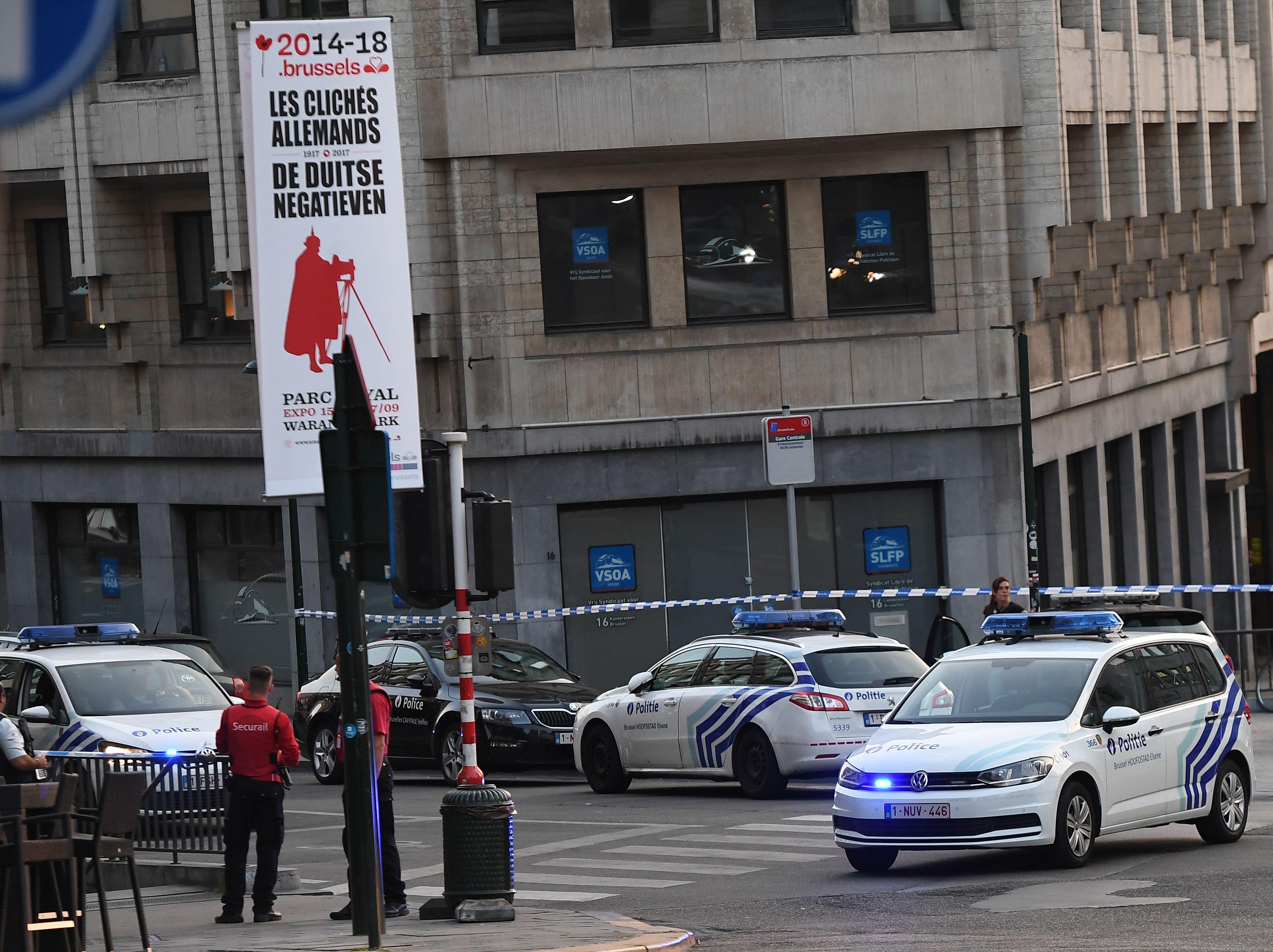 وصول الشرطة إلى موقع حادث بروكسل