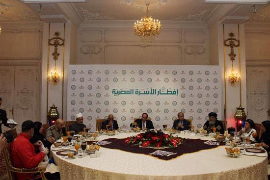 إفطار الرئيس السيسى بحفل الأسرة المصرية (1)