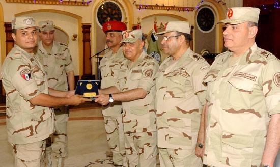 الفريق أول صدقي صبحي وزير الدفاع والانتاج الحربي (6)