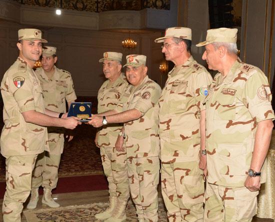 الفريق أول صدقي صبحي وزير الدفاع والانتاج الحربي (8)
