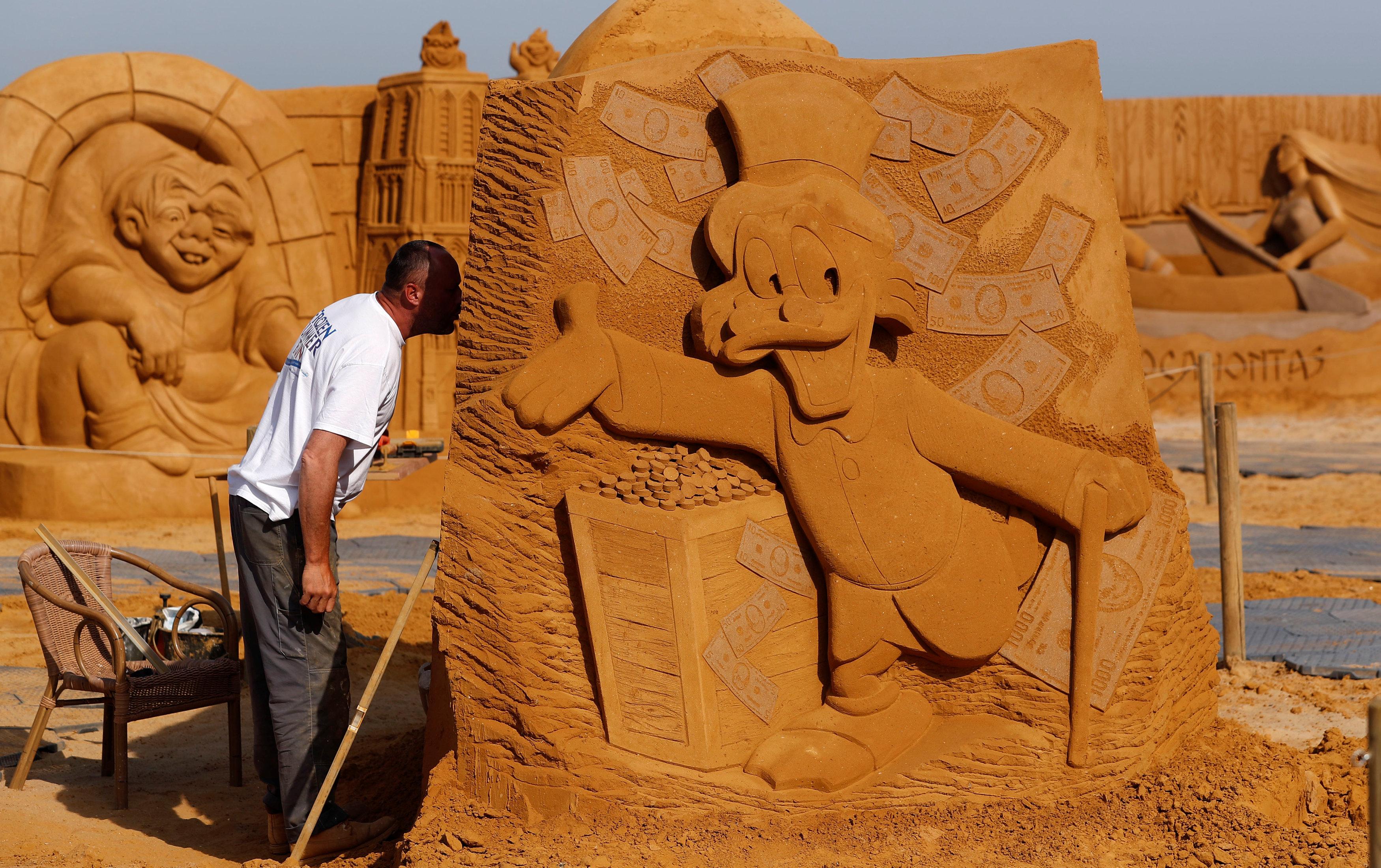 التماثيل الرملية ف بلجيكا