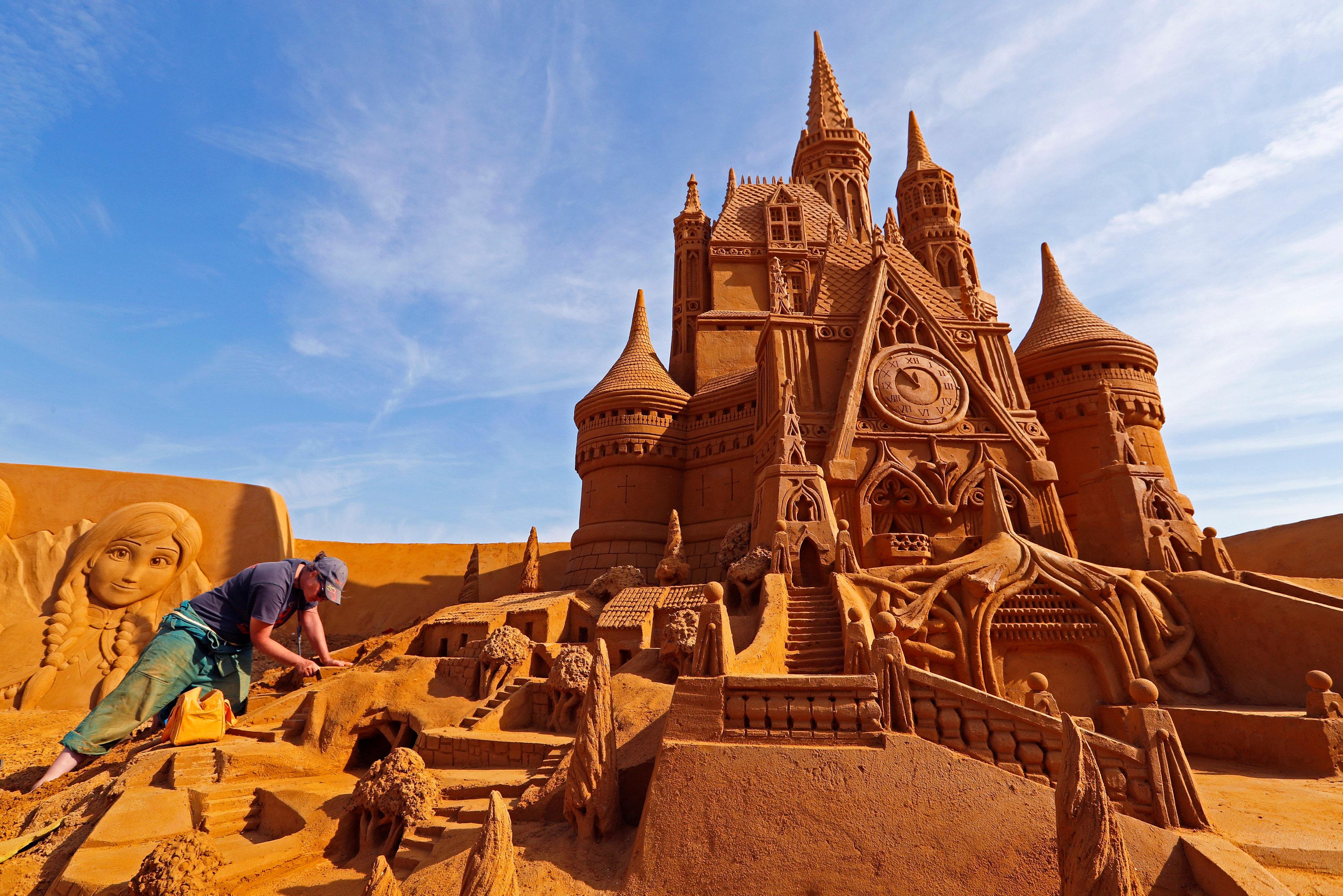 بناء القلاع الرملية