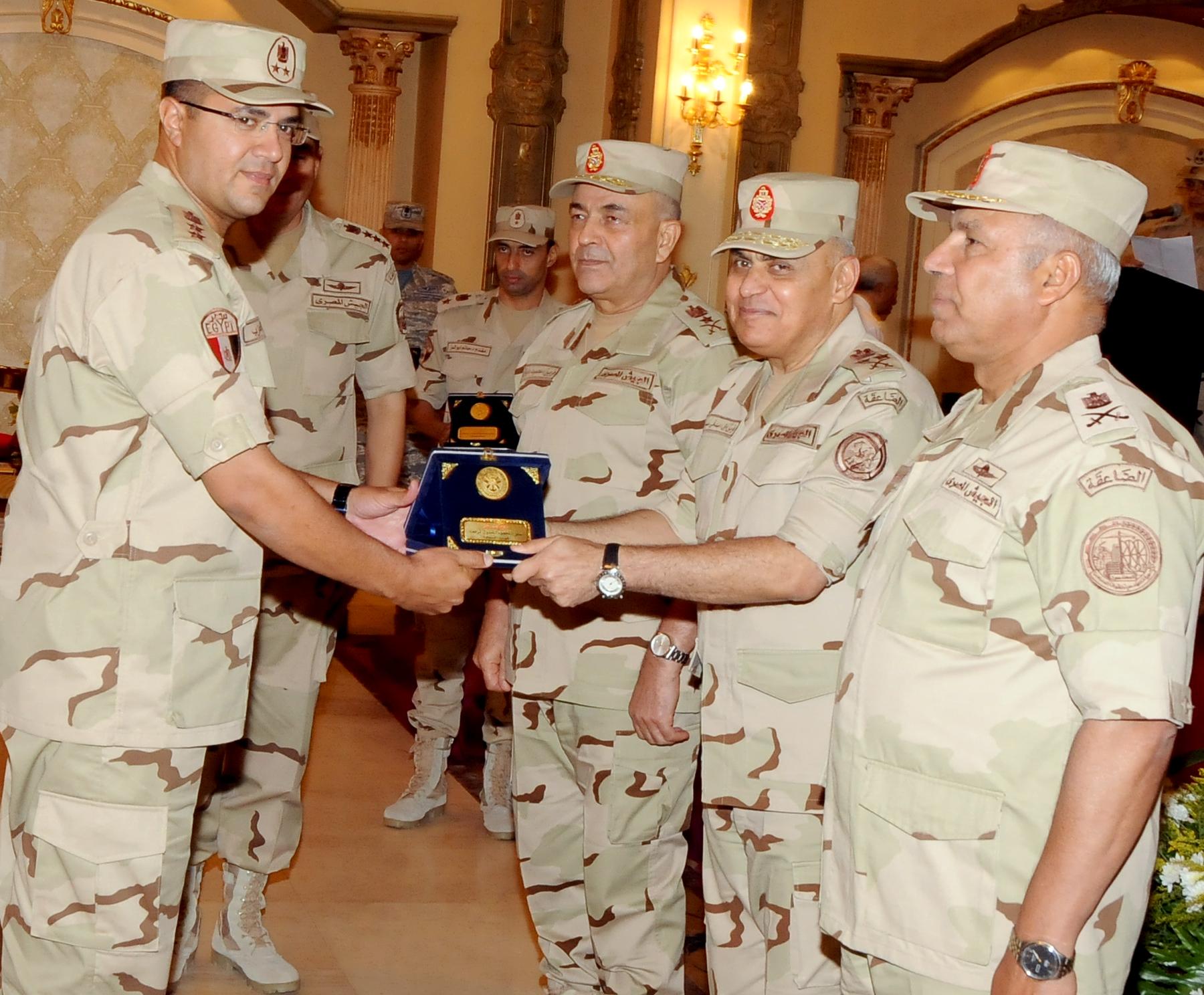 الفريق أول صدقي صبحي وزير الدفاع والانتاج الحربي (1)