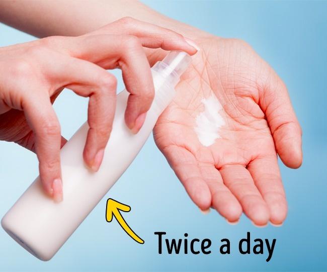 ترطيب اليدين مرتين يوميا