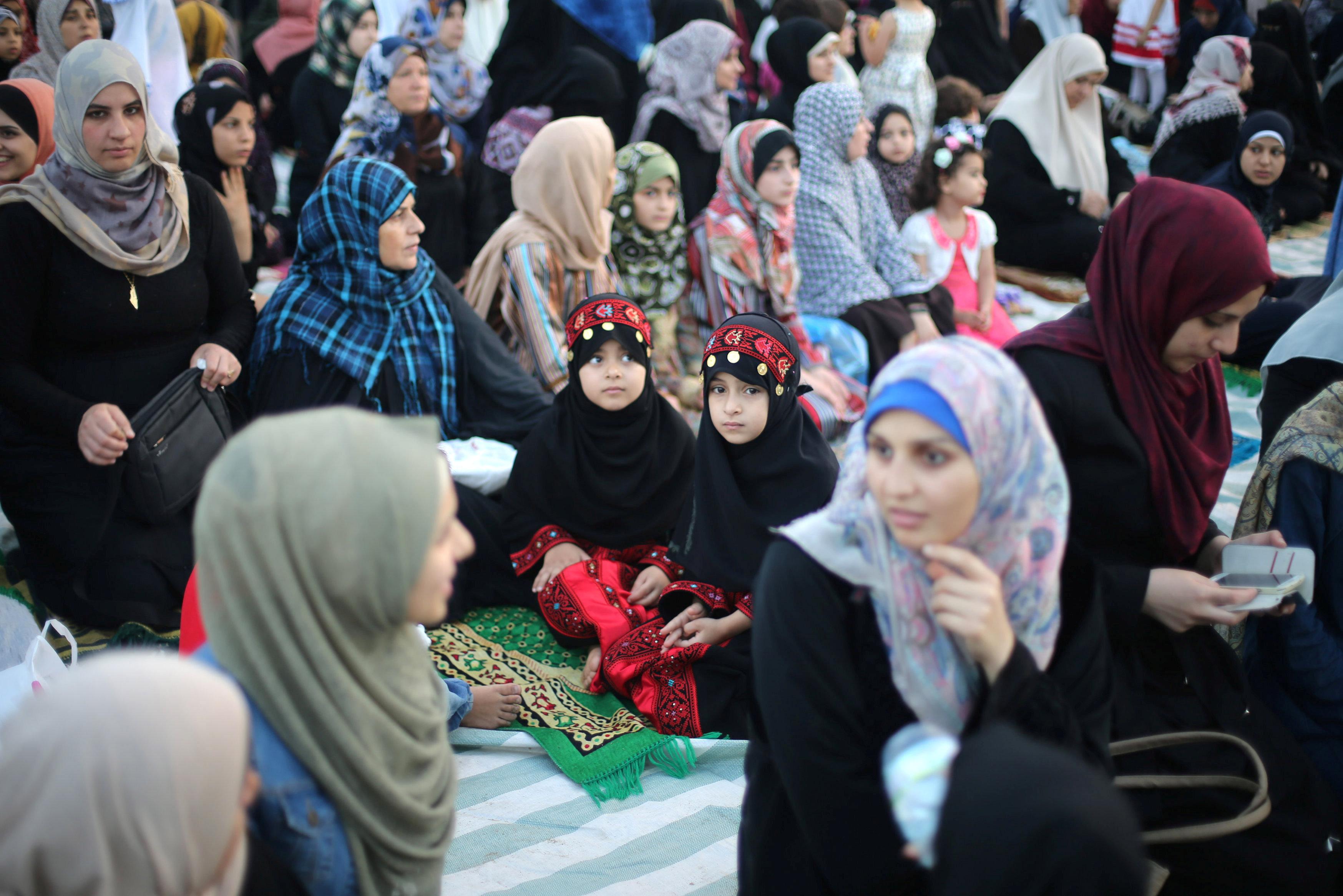 مشاركة الفتيات فى صلاة عيد الفطر